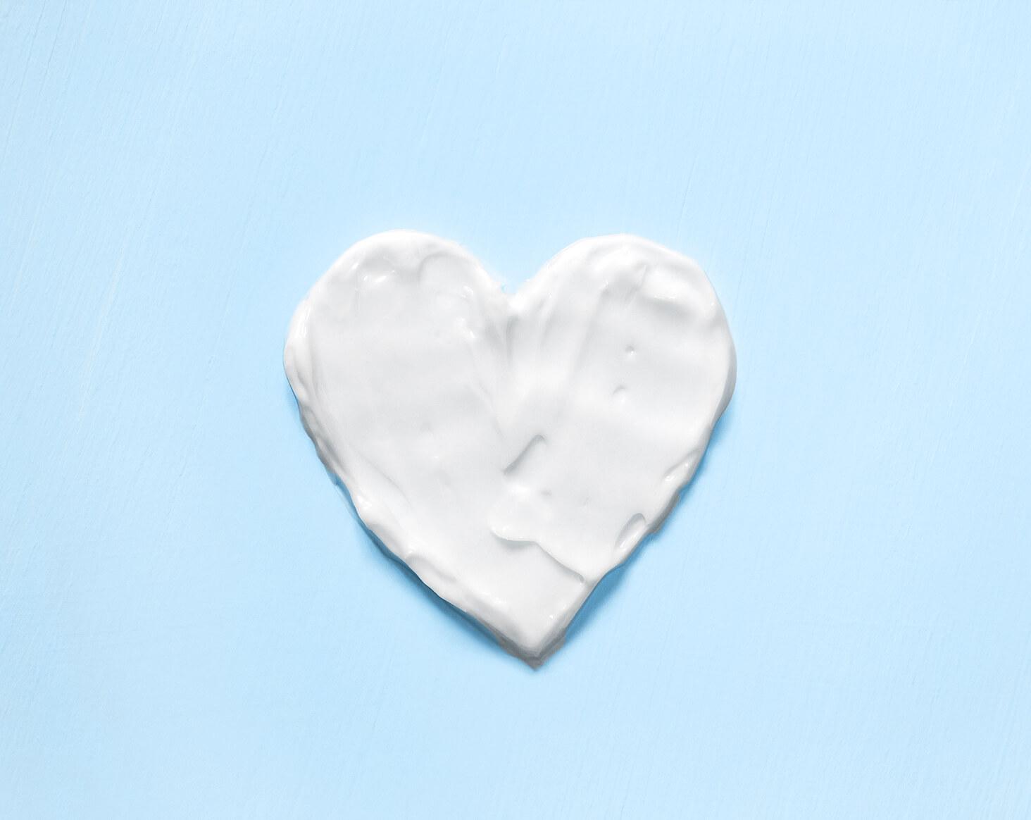 Сердце из крема от Атопического дерматита